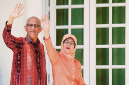 Muslim Woman Becomes Singapore's President